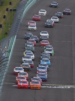 Restart: Justin Allgaier, JR Motorsports Chevrolet, Kyle Larson, Chip Ganassi Racing Chevrolet lead
