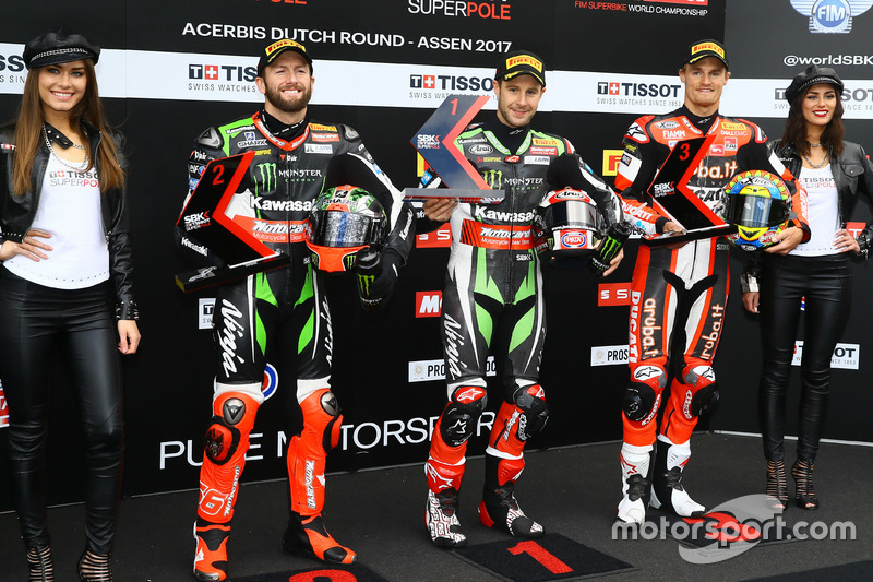 Polesitter Jonathan Rea, Kawasaki Racing, second place Tom Sykes, Kawasaki Racing, third place Chaz Davies, Ducati Team