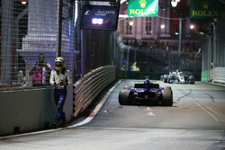 Marcus Ericsson, Sauber C36 crashed out of the race
