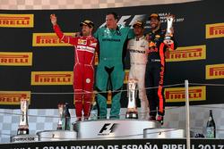 Подиум: победитель Льюис Хэмилтон, Mercedes AMG F1, второе место – Себастьян Феттель, Ferrari, третье место – Даниэль Риккардо, Red Bull Racing