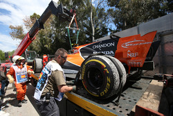 Эвакуация McLaren MCL32 Стоффеля Вандорна