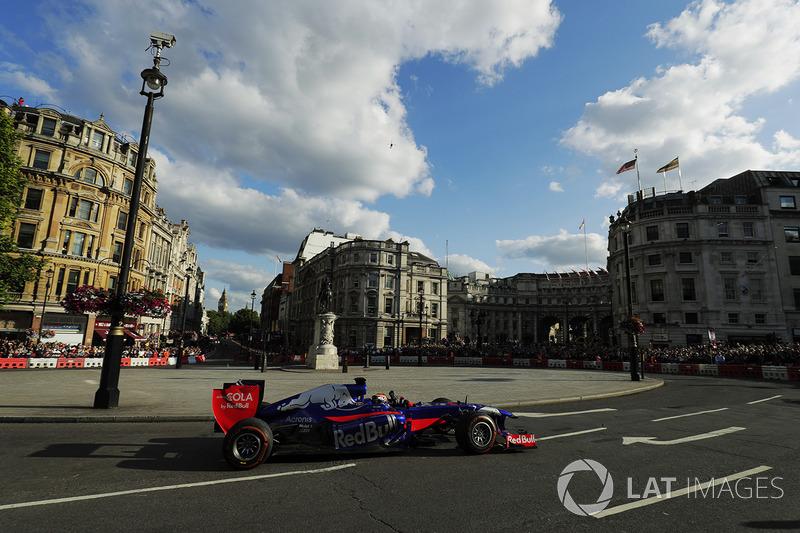 Карлос Сайнс-мол., Toro Rosso