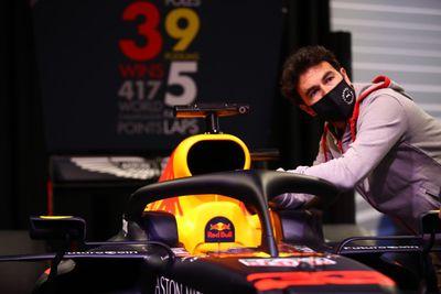 Sergio Perez w fabryce RBR