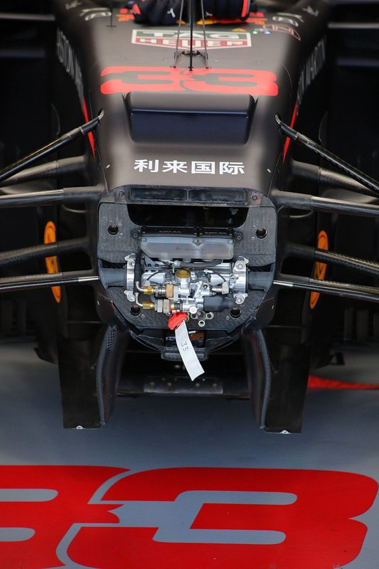 Red Bull RB15: parte frontal do chassi