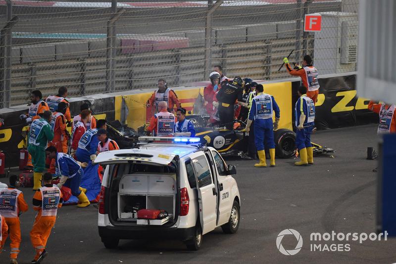 Medical team assist Nico Hulkenberg, Renault Sport F1 Team R.S. 18 after crashing and roling on lap one