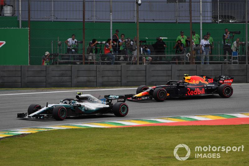 Valtteri Bottas, Mercedes-AMG F1 W09 ve Max Verstappen, Red Bull Racing RB14