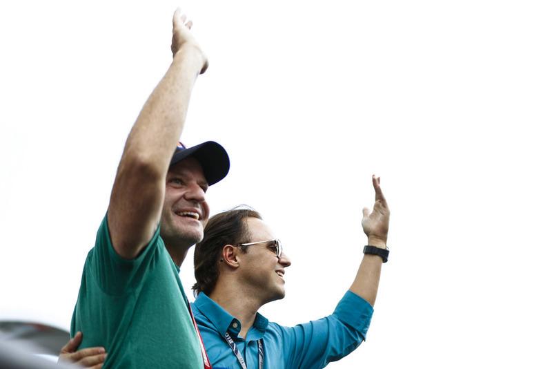 Rubens Barrichello y Felipe Massa en el desfile de pilotos