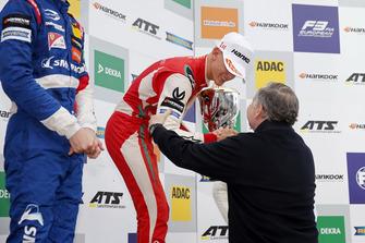 Podium: Race winner Mick Schumacher, PREMA Theodore Racing Dallara F317 - Mercedes-Benz getting the trophy of Jean Todt, FIA president