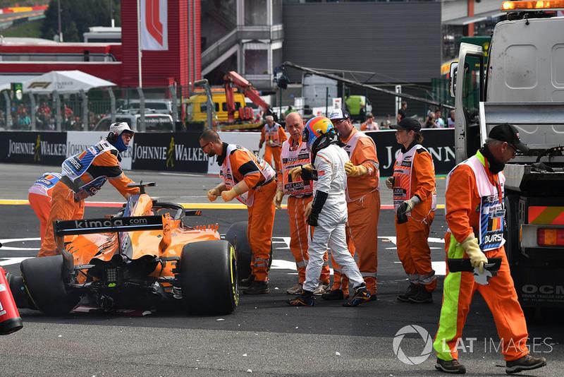Fernando Alonso, McLaren MCL33, dopo essersi ritirato dalla gara per incidente
