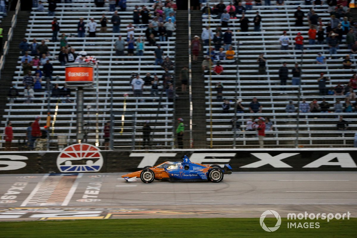 Scott Dixon, Chip Ganassi Racing Honda takes the checker flag