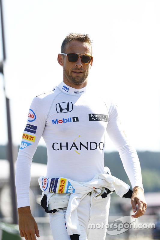 Jenson Button, McLaren dans le paddock