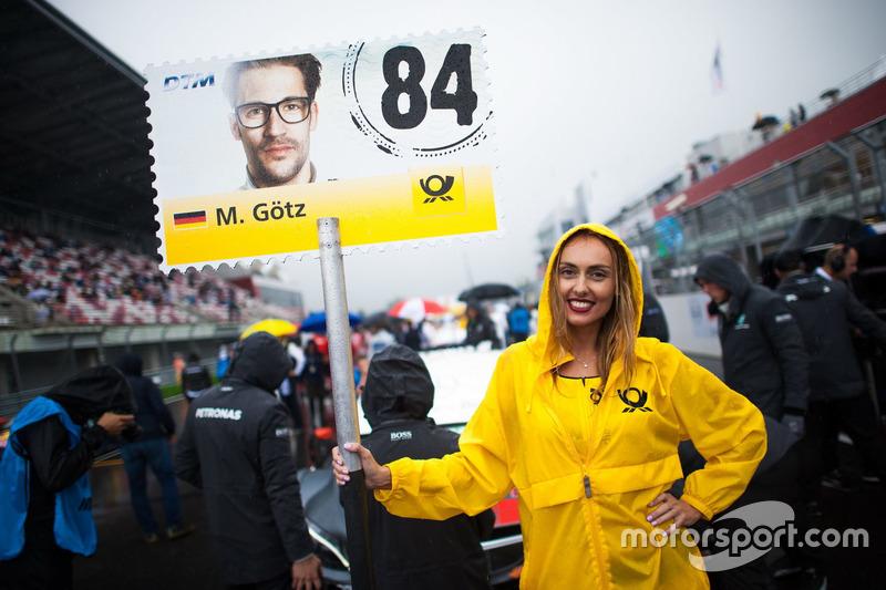 La grid girl di Maximilian Götz, Mercedes-AMG Team HWA, Mercedes-AMG C63 DTM