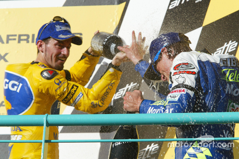 Podium: Sieger Sete Gibernau, Telefónica Movistar Honda; 2. Valentino Rossi, Repsol Honda Team; 3. Max Biaggi, Pramac Pons