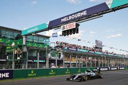 Winnaar Nico Rosberg, Mercedes AMG F1 W07 aan de finish
