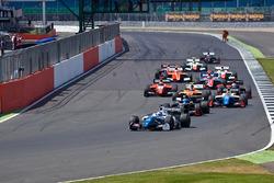 Егор Оруджев, Arden Motorsport лидирует на старте