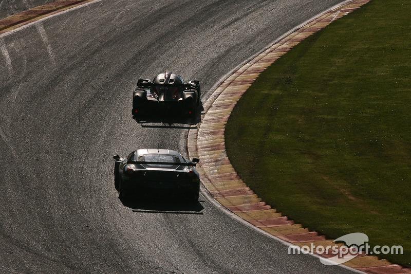#55 AF Corse, Ferrari F458 Italia: Duncan Cameron, Matt Griffin, Aaron Scott in der Raidillon