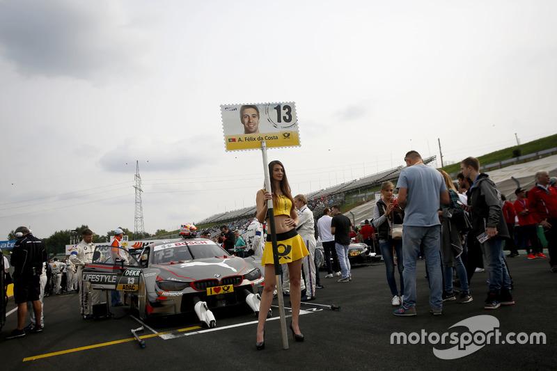 Gridgirl für António Félix da Costa, BMW Team Schnitzer, BMW M4 DTM