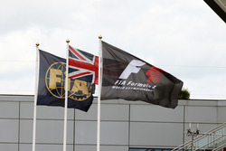 FIA, Britanya ve F1 bayrakları