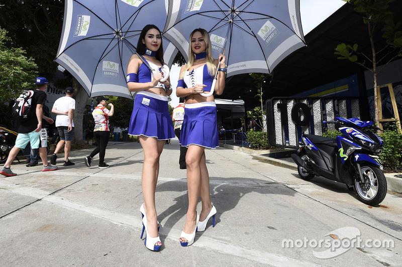 Чарівні дівчата Yamaha
