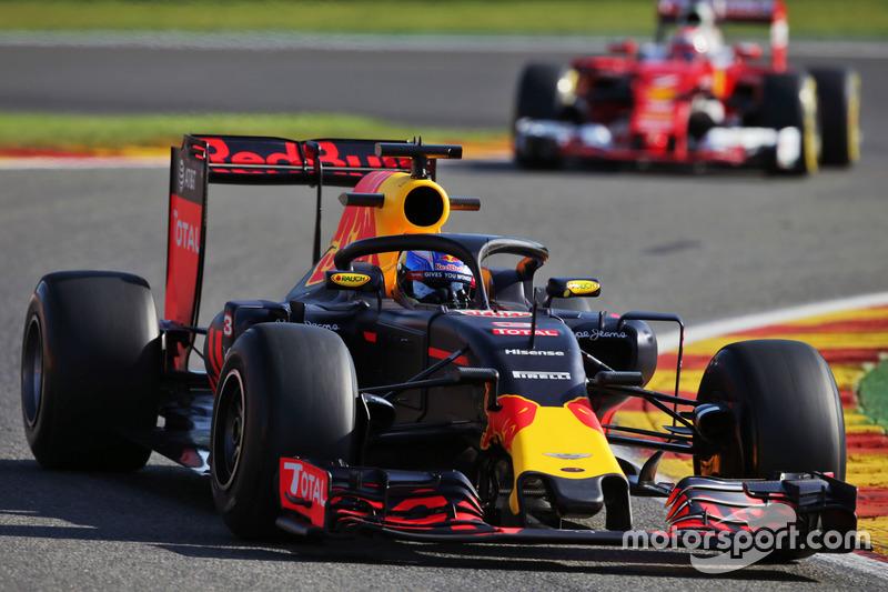 Daniel Ricciardo, Red Bull Racing RB12, con el Halo 2