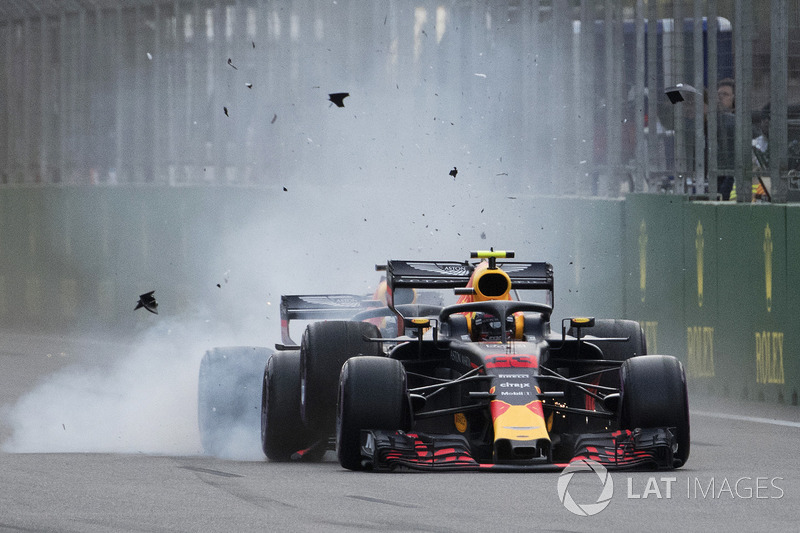 Max Verstappen, Red Bull Racing RB14 et Daniel Ricciardo, Red Bull Racing RB14 se crashent