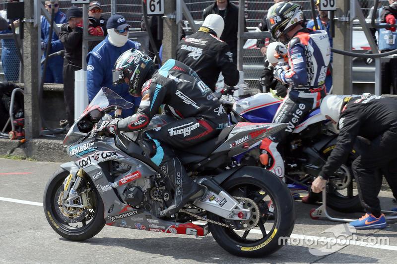Michael Dunlop passes Peter Hickman