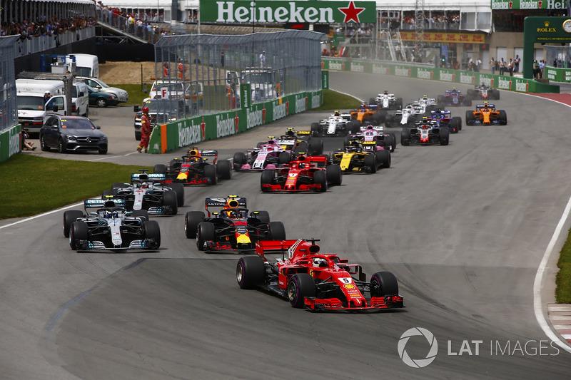 Sebastian Vettel, Ferrari SF71H precede Valtteri Bottas, Mercedes AMG F1 W09, Max Verstappen, Red Bull Racing RB14