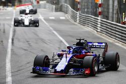 Brendon Hartley, Toro Rosso STR13, devant Marcus Ericsson, Sauber C37