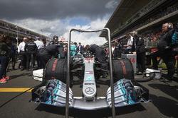 The car of Lewis Hamilton, Mercedes AMG F1 W09, on the grid
