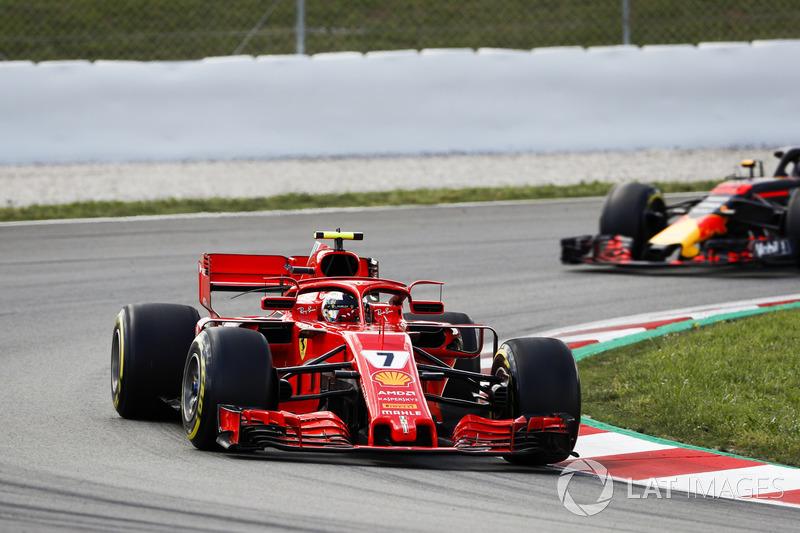 Kimi Raikkonen, Ferrari SF71H, Max Verstappen, Red Bull Racing RB14