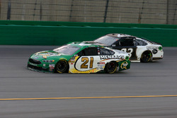 Paul Menard, Wood Brothers Racing Ford Fusion passing J.J. Yeley, Toyota Camry