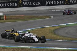 Sergey Sirotkin, Williams FW41 en Nico Hulkenberg, Renault Sport F1 Team R.S. 18