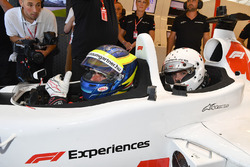 Zsolt Baumgartner, F1 Experiences coche de 2 plazas Barbara Palvin,