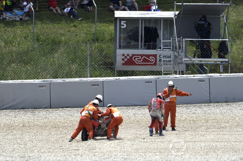 Andrea Dovizioso, Ducati Team, setelah jatuh