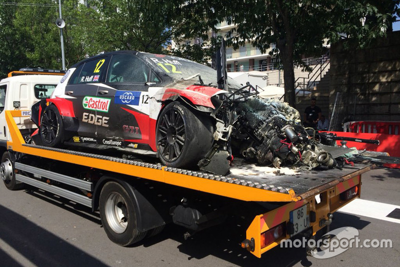 El coche de Rob Huff, Sébastien Loeb Racing Volkswagen Golf GTI TCR después del accidente