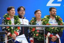 Загальний подіум: друге місце Майк Конвей, Камуї Кобаясі, Хосе Марія Лопес, Toyota Gazoo Racing