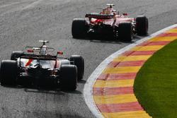 Kimi Raikkonen, Ferrari SF70H, Stoffel Vandoorne, McLaren MCL3