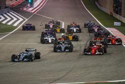 Start: Valtteri Bottas, Mercedes F1 W08, führt