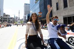 Fernando Alonso, Andretti Autosport Honda, con su novia, Linda Morselli