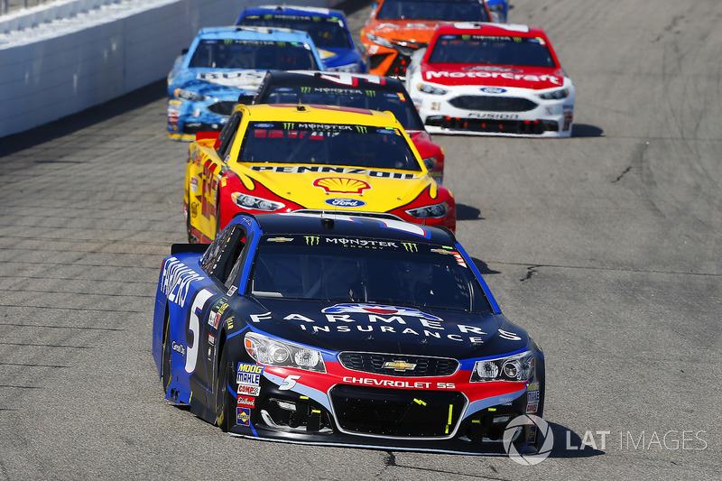 Kasey Kahne, Hendrick Motorsports Chevrolet, Joey Logano, Team Penske Ford
