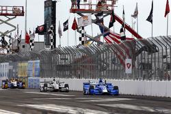 Tony Kanaan, Chip Ganassi Racing Honda leads Josef Newgarden, Team Penske Chevrolet