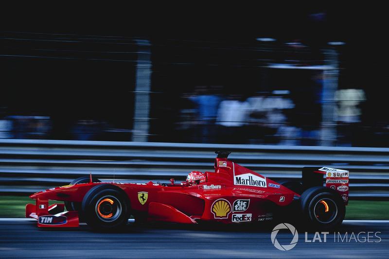 Michael Schumacher (tetra em 2001) – 51 vitórias em 156 largadas (33%)