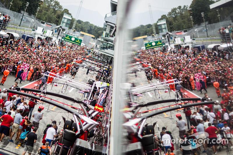 Fans on pitlane