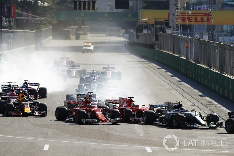 Start: Lewis Hamilton, Mercedes AMG F1 W08, Valtteri Bottas, Mercedes AMG F1 W08, Sebastian Vettel, Ferrari SF70H, Kimi Raikkonen, Ferrari SF70H, Max Verstappen, Red Bull Racing RB16