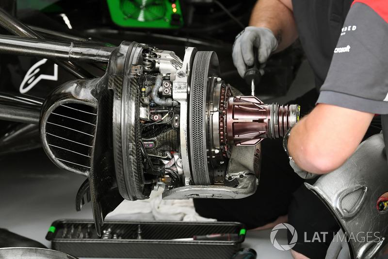 Haas F1 Team VF-17 front brake and wheel hub