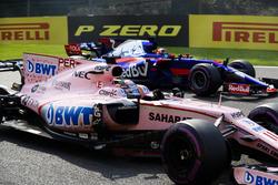Sergio Perez, Sahara Force India F1 VJM10, Daniil Kvyat, Scuderia Toro Rosso STR12