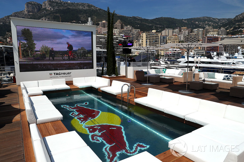 La piscine dans le Red Bull Energy Station