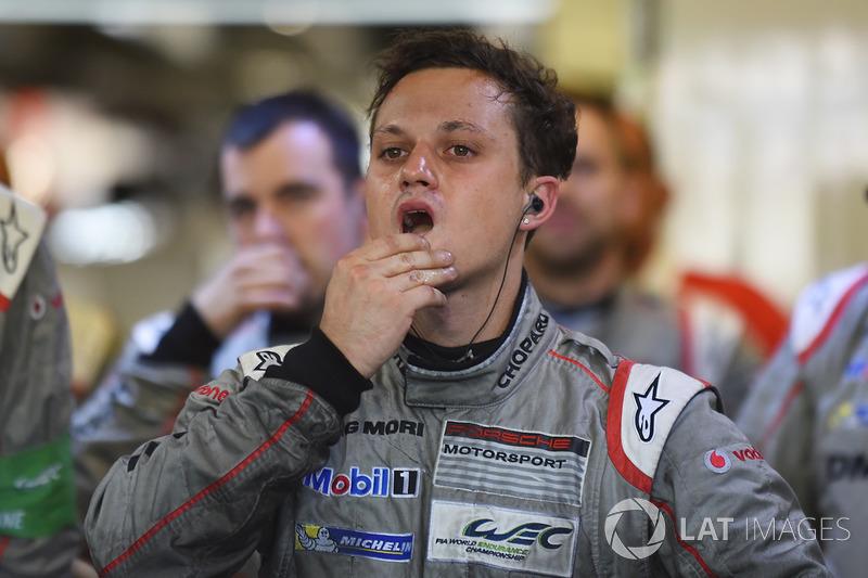 Реакция механиков Porsche Team на сход экипажа №1