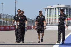 Sergio Pérez, Sahara Force India camina por el circuito