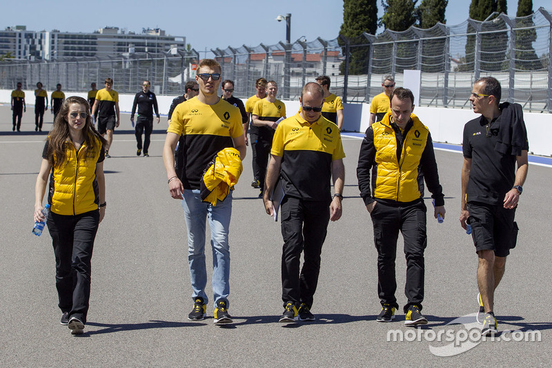 Sergey Sirotkin, Renault Sport F1 Team Test Driver walks the track